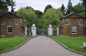 The_Gatehouse_of_Copped_Hall_Estate__-_geograph_org_uk_-_1420135