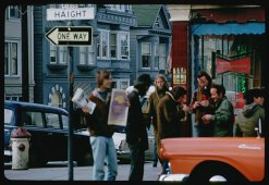Cushman-March-14-1968-selling-papers-on-Haight-corner-P15615